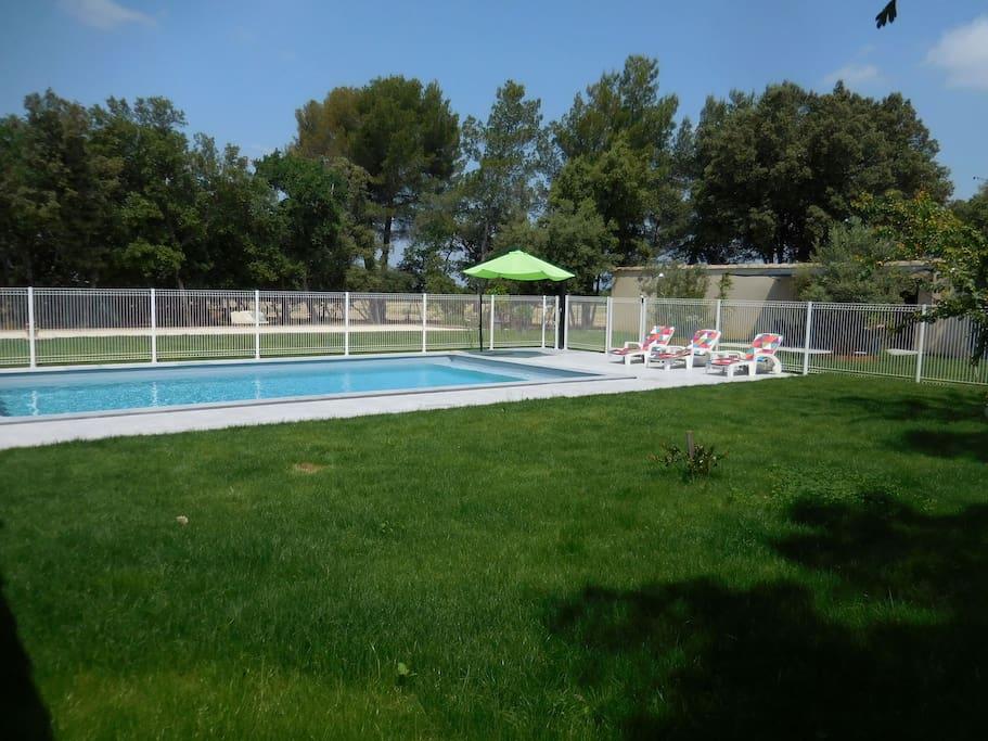 intérieur clôturé de la partie piscine