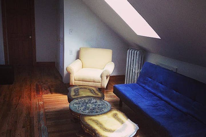 Crash Pad in Downtown Newark, minutes to NYC - Newark - Dom