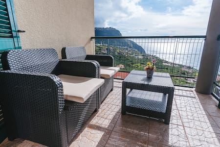 Private Cozy  Holiday Apartment in Calheta E
