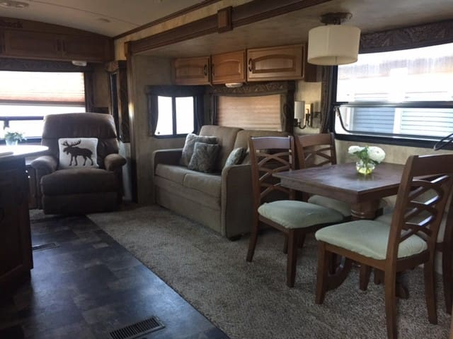 Spacious Private RV - Ivins - Camper