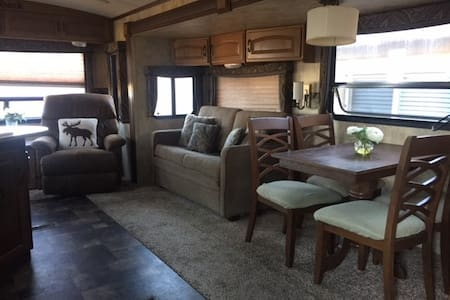 Spacious Private RV - Ivins