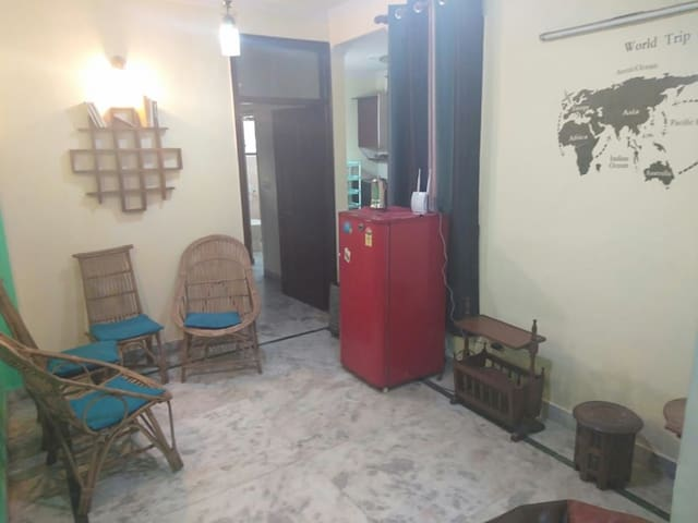 COSY 2BHK APARTMENT, NESTED NEAR SELECT CITY WALK.