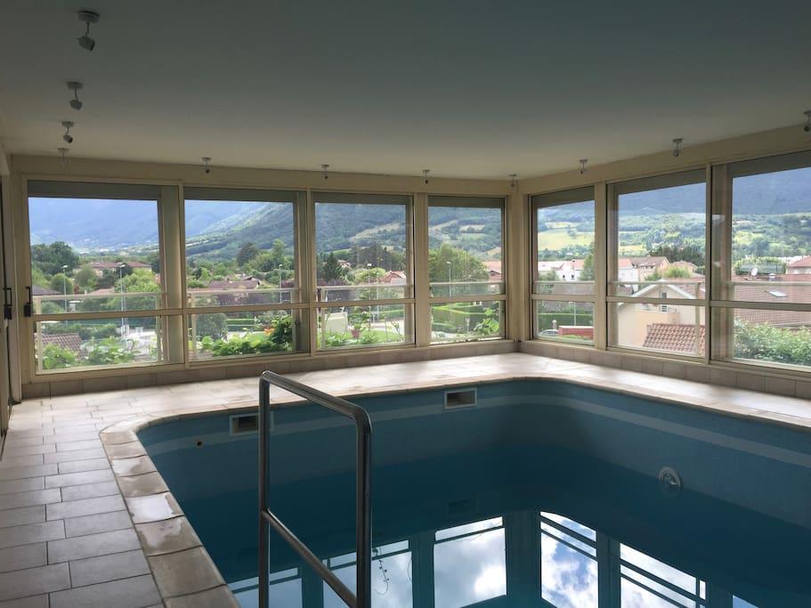 Villa tourmaline avec piscine int rieure villas for rent for Villa piscine france