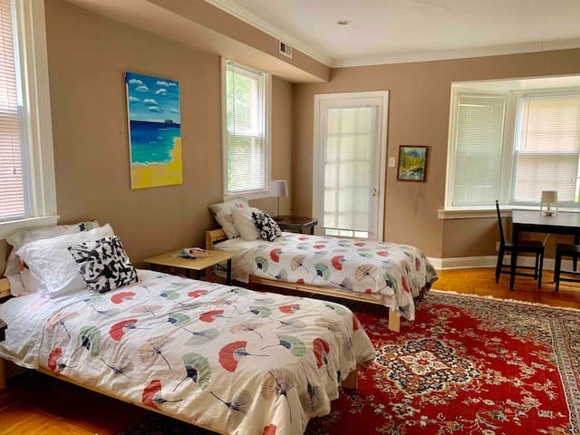 Huge room w/ two beds near Saint Joseph's Univ