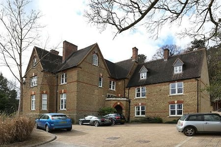 2 double bedroom 2 bathroom luxury apartment - Godalming - Lägenhet