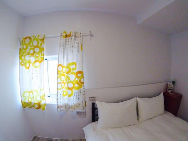 墾丁大街 #安靜巷弄 #輕鬆享受 #全新完工 雙人房有窗。 - Hengchun Township - Casa de hóspedes
