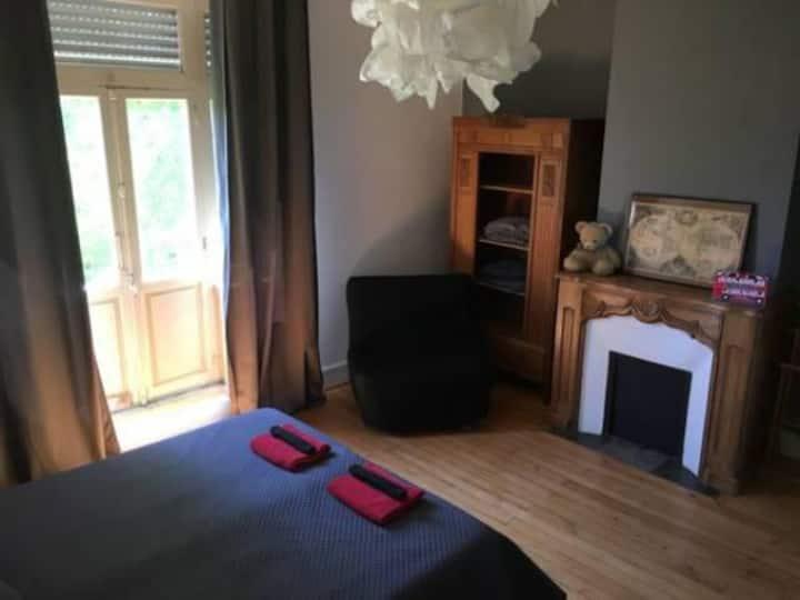 Chambre grise lit king size ou deux lits séparés