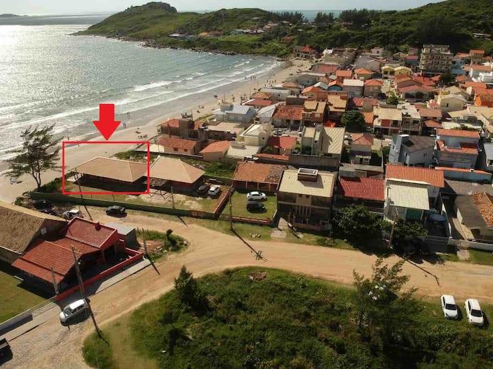 Casa na beira da praia em Itapirubá