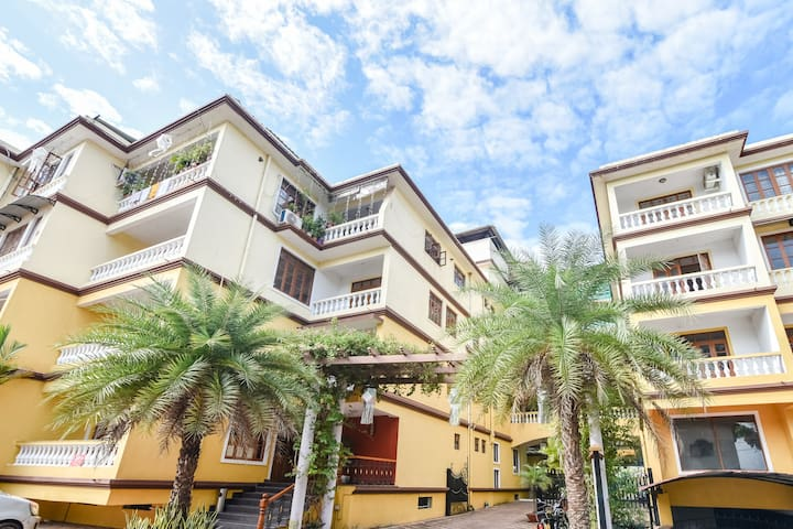 Homely 3BHK Apt. with Breakfast and pool in Colva