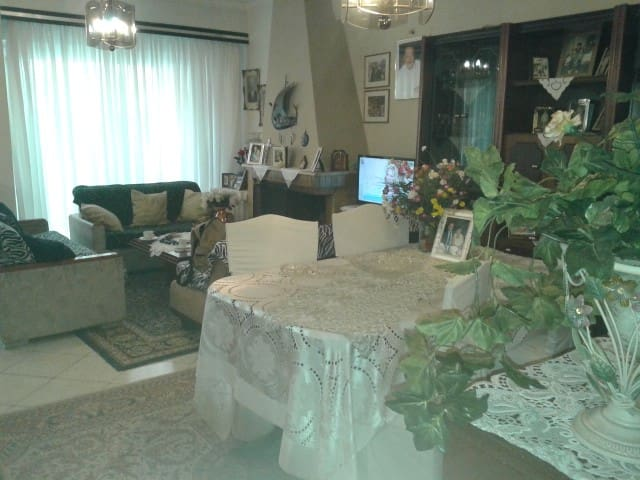 family apartment near Acropolis - Dafni - Leilighet