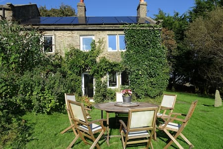 Olde Skipton Cottage Walkers Hideaway Sleeps 4-6 - Skipton