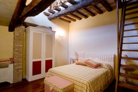 camera Giulia, letto matrimoniale