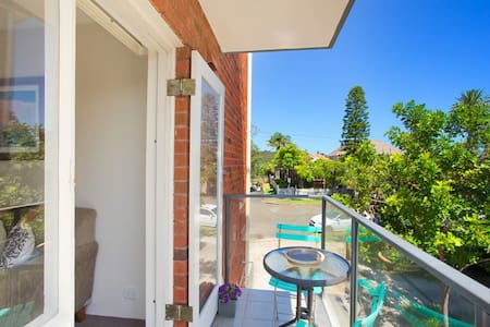 Newly renovated in Manly, right near the beach!