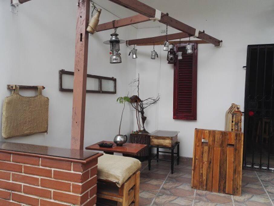 portal con decoracion rustica