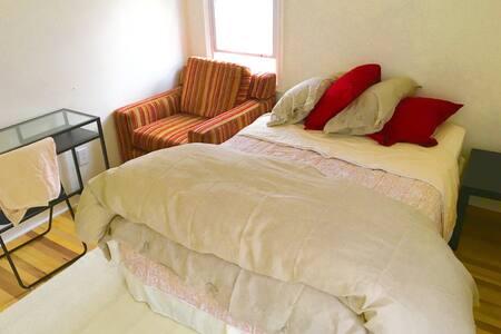 upper sugarhouse room - Salt Lake City - Huis