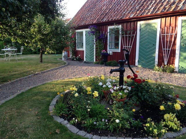 Gårdshus i gamla Vadstena - Vadstena - Wohnung