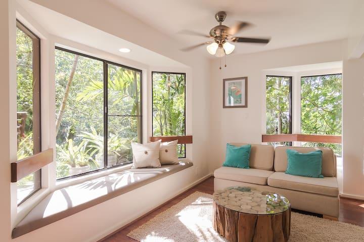 Cozy Tropical Retreat