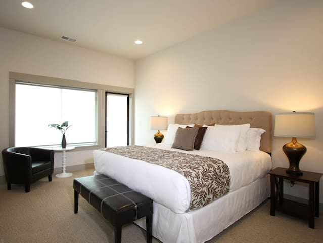 Vineyard View Inn - Willakenzie Room