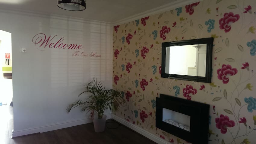 Nice 3 Bedroom Town House . City Centre. Liverpool