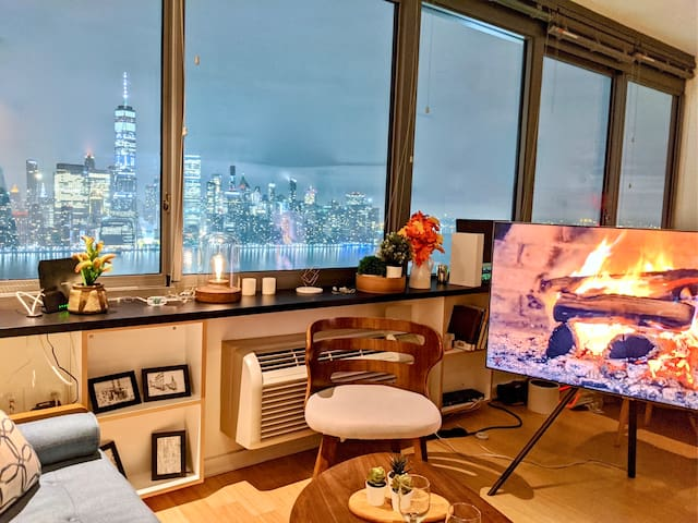 Modern Full Manhattan River view Luxury Studio