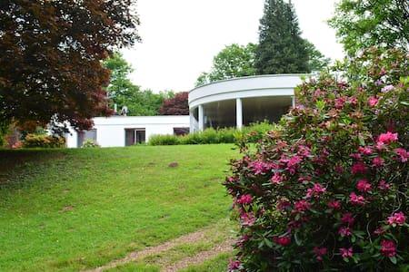Luxueuse villa dans le parc avec piscine chauffée - Fougerolles - Ház