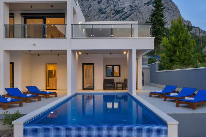 Holiday home E w/ heated  pool Makarska Riviera