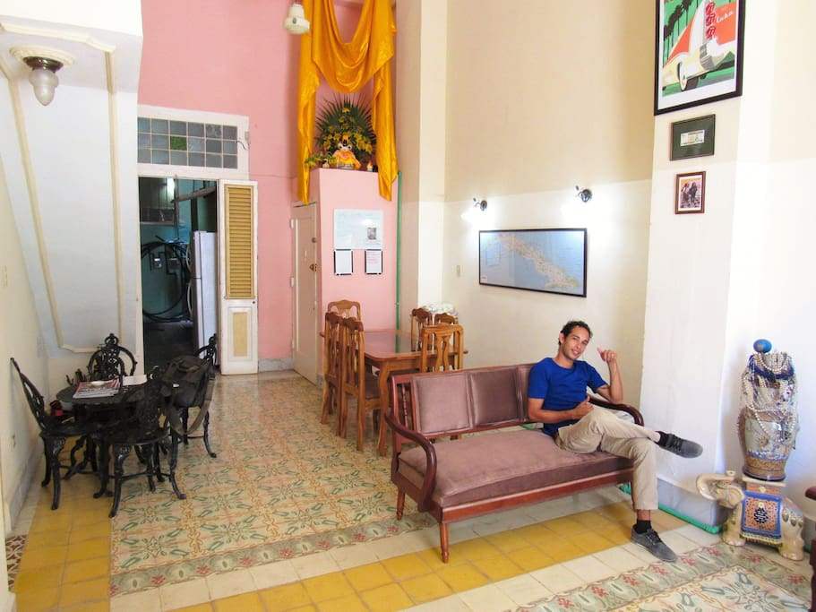 Welcome to Hostel Don Domingo, a backpackers hostel in the lively and historic neighborhood of Centro Havana! We offer air-conditioned dorm rooms, new friends, and excellent food and drink at the center of Havana, you can walk to everything!
