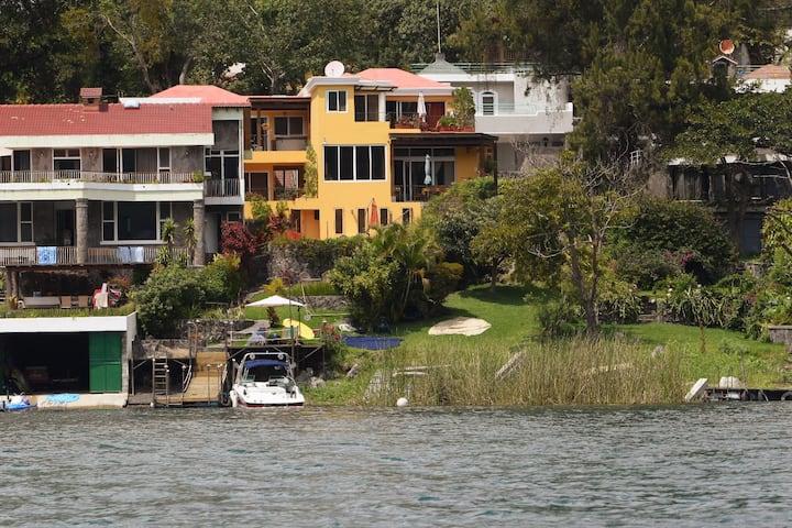 La Casa del Lago en Atitlán (Yacht Club San Lucas)