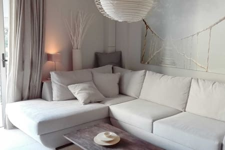 Cozy modern and warm apartment - Kifisia - Huoneisto