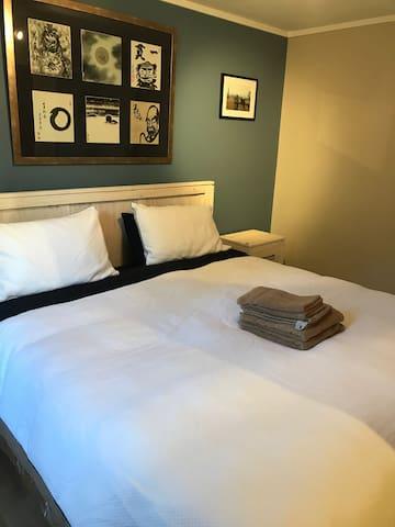 King Bed  キングサイズベッド