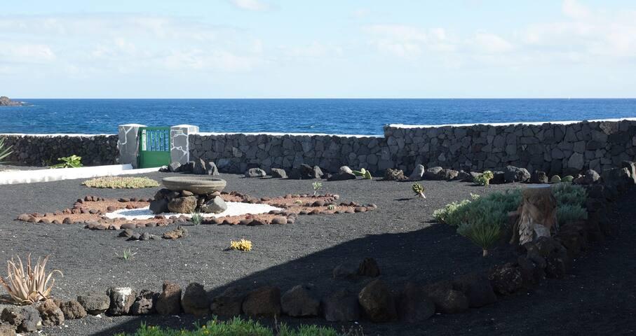 Vue depuis la porte de la Casita de Sal, côté mer