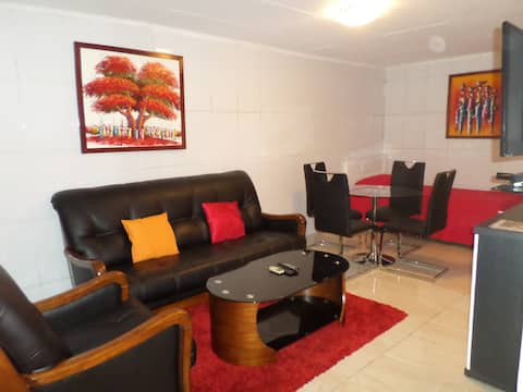 1 BR. HOUSE WITH 2 BEDS: near Airport, restaurants