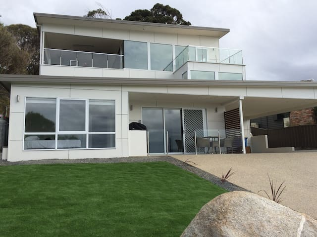 Balmoral House at Bay of Fires