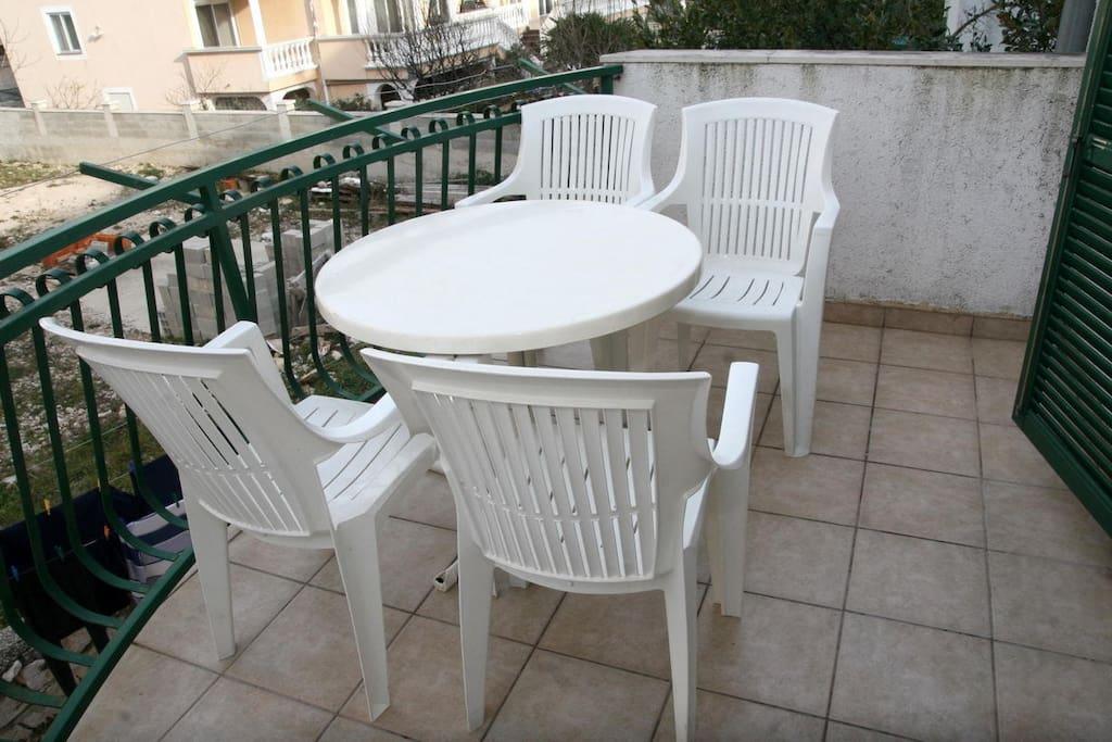 A4(4+1): terrace