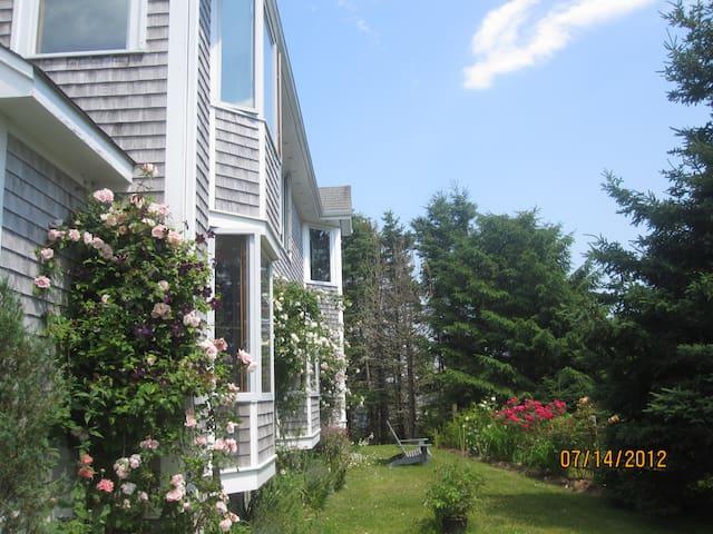 Beautiful Oceanfront Home in St. Margaret's Bay