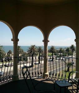 St Kilda, in front of the beach! - Saint Kilda - Appartamento
