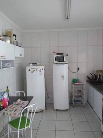 Alugo quarto para solteiros ou casais