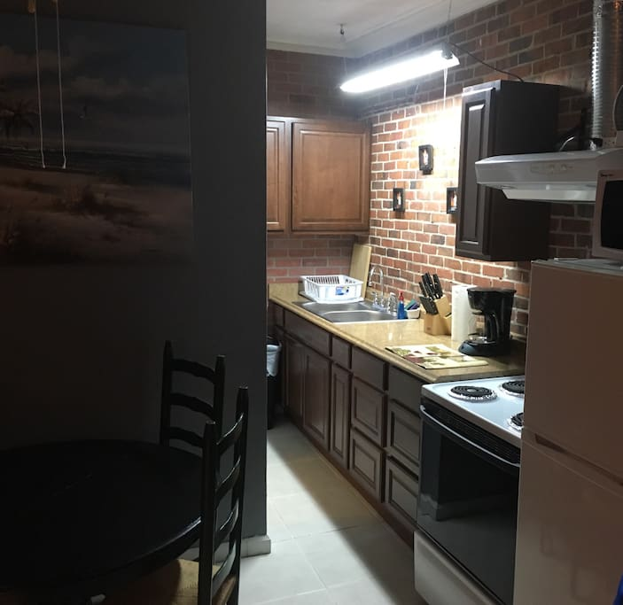 Back Houses For Rent: Lake Ella Back Porch Bungalow 1br1b/Eat-In Kitchen