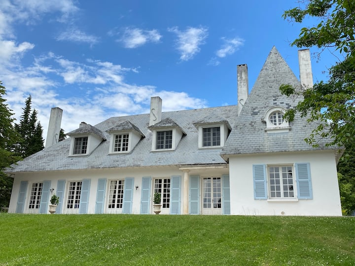 Private 4 bedroom apart in Manoir Domaine de Bize