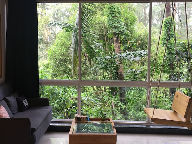 The Art Studio w forest view-perfect setup for WFH