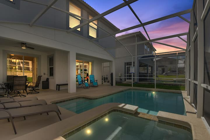 Moderne nybygget villa 6 sov. og stort basseng