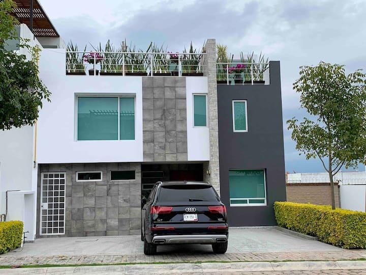 Casa en Lomas de Angelopolis seguridad 24h.WiFi.C2