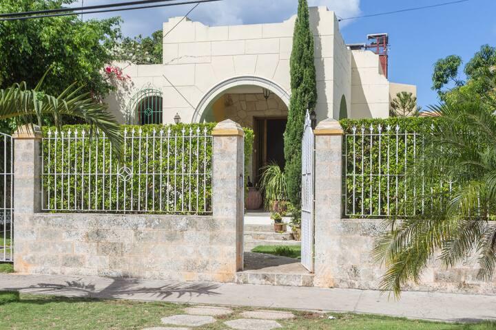Villa Florez. Habitación privada con wifi. (3/4)