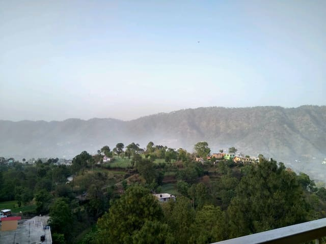 Attic Room| Kitchenette| Balcony| Amazing View - Kasauli - Apartment