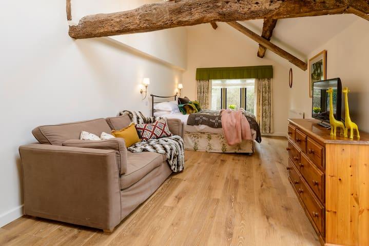 Secret Garden beautiful studio near Bath & Tetbury