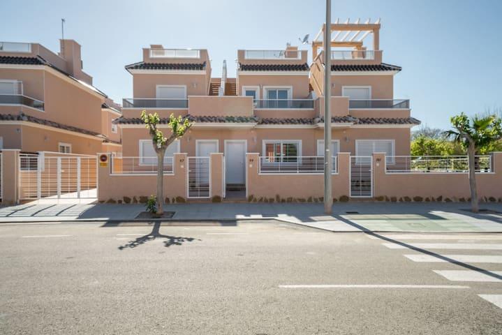 Maison , tout confort, 3 chambres, solarium