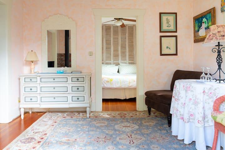 Secret Garden Inn & Cottages - King suite w patio