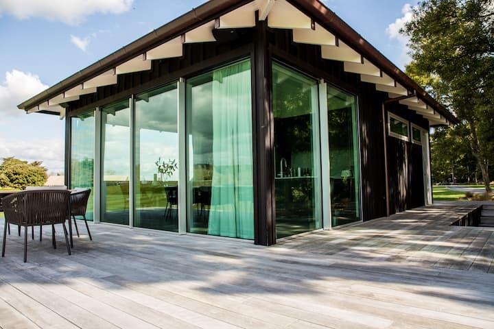 Luxury Lakehouse at Takapoto Estate