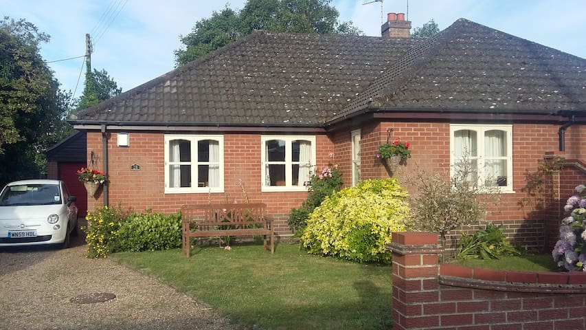 Comfortable single  room - Horsham Saint Faith - Bungalov