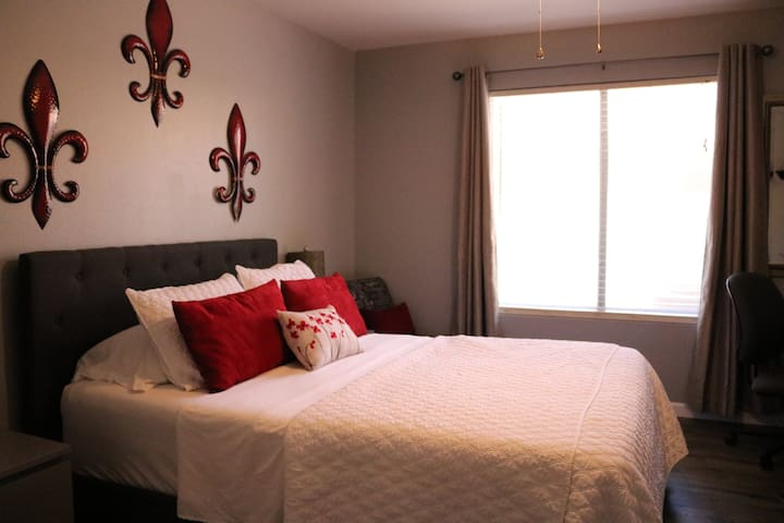 Private Room with Private Bathroom - Avondale - Maison